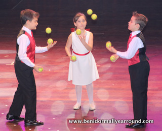 children juggling