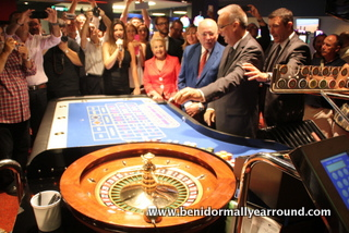 Benidorm Mayor throws the ball on roulette table