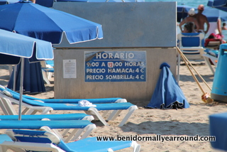 Sunbed hire on Levante beach