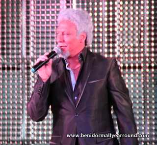 tom jones performing